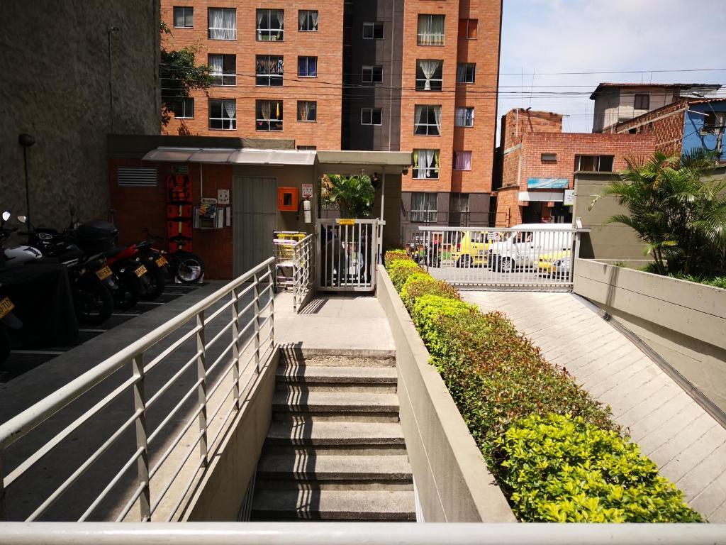 Apartamento Urbanización Capri, cerca a Universidad de Antioquia