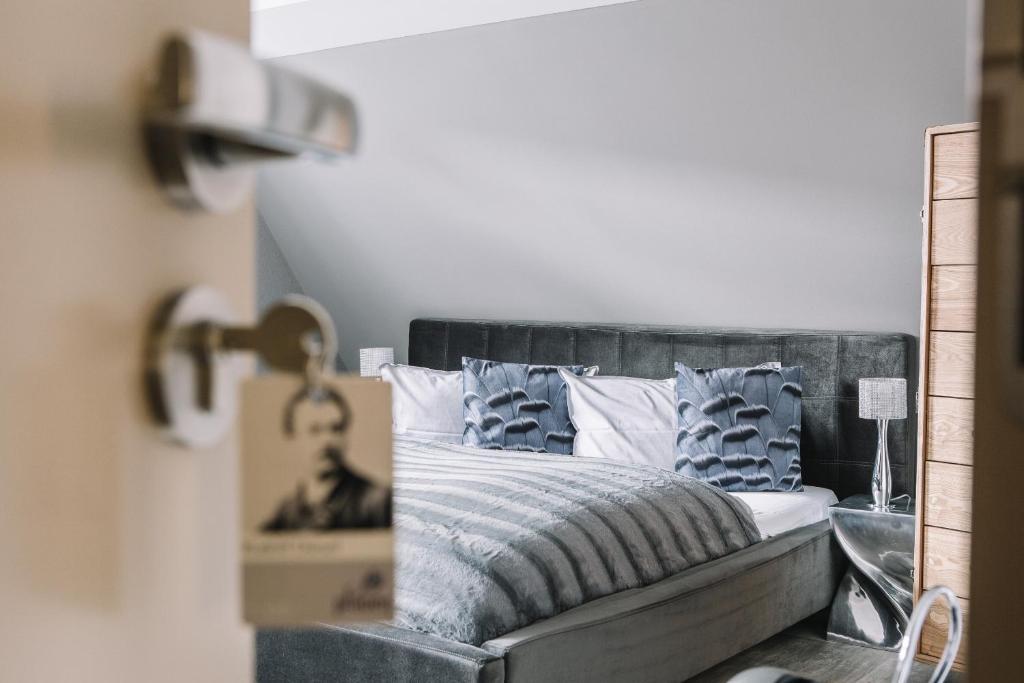 Ein Bett oder Betten in einem Zimmer der Unterkunft Boutique Hotel Pfauen