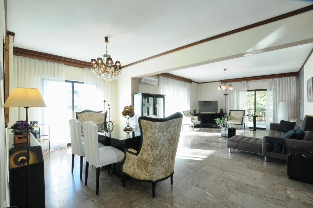 A seating area at F & B Collection - Apartment for 5