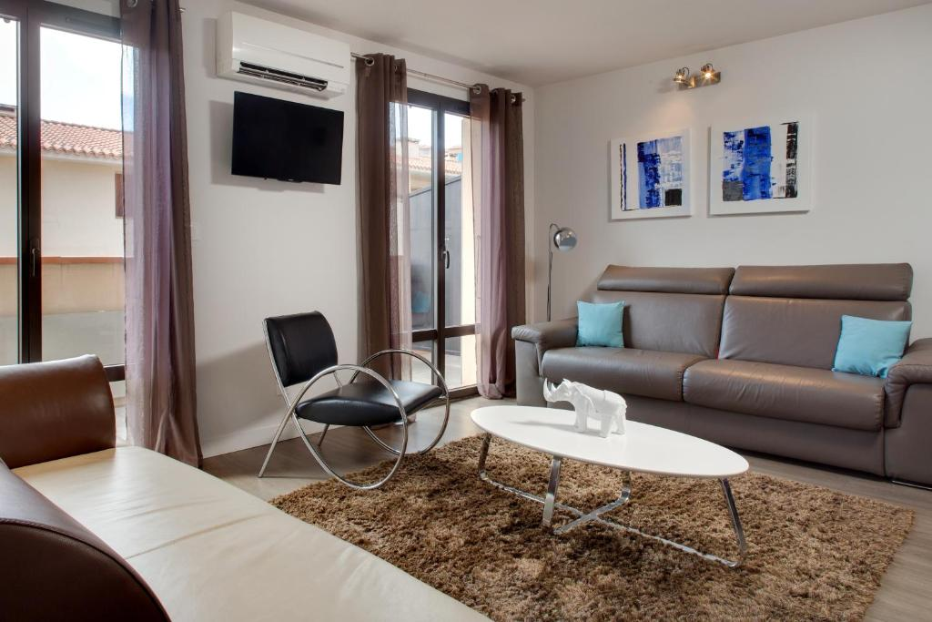 A seating area at Le 15-Appartments Collioure