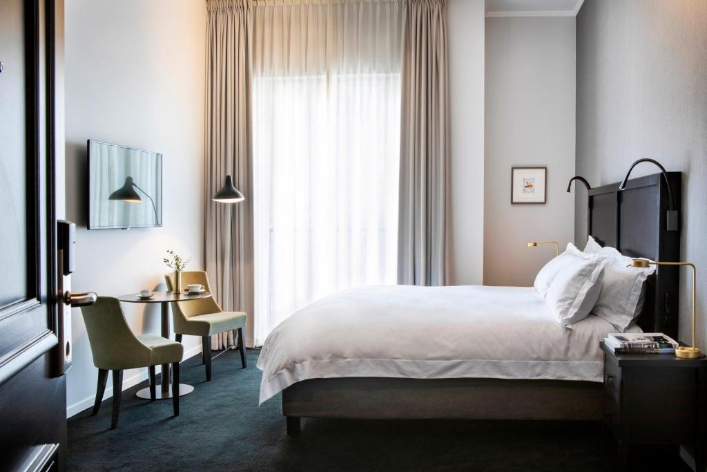 Een bed of bedden in een kamer bij Pillows Grand Boutique Hotel Place Rouppe Brussels