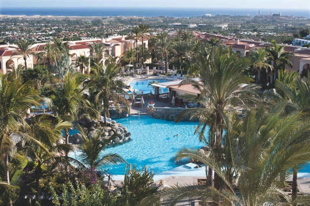 A view of the pool at Palm Oasis Maspalomas or nearby