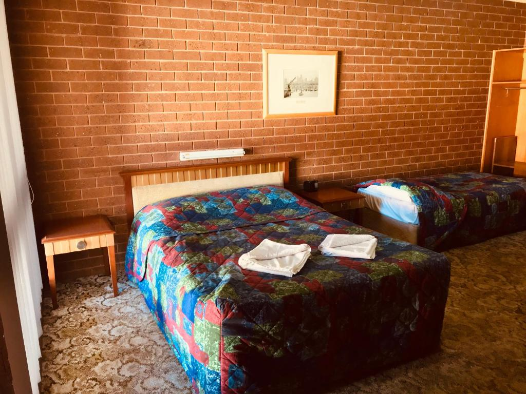 A bed or beds in a room at Federal Motel