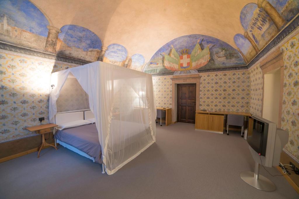 Letto o letti in una camera di Hotel Cavour Et Des Officiers