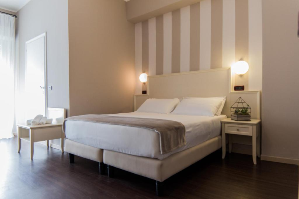 A bed or beds in a room at Park Hotel Serena