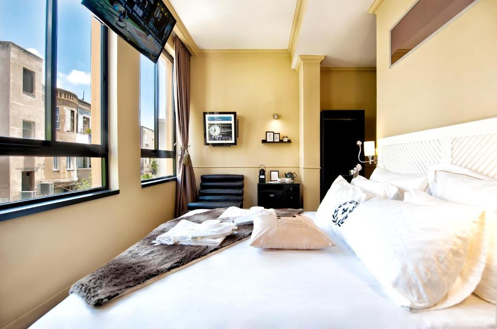 A bed or beds in a room at Montefiore 16 - Urban Boutique Hotel