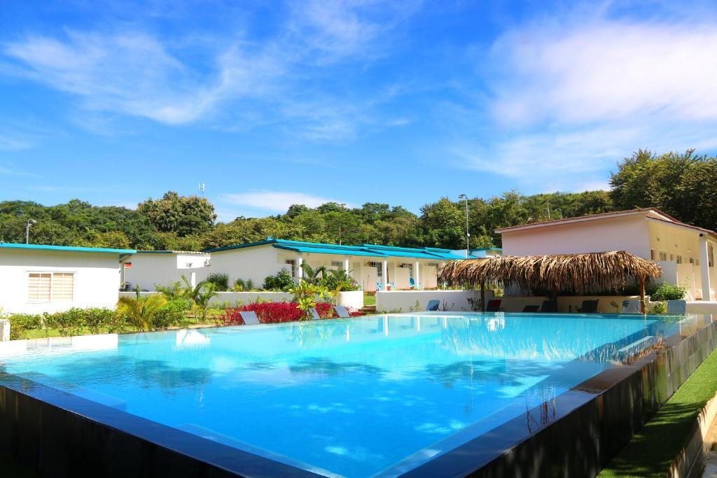 Het zwembad bij of vlak bij Tipi Hostel