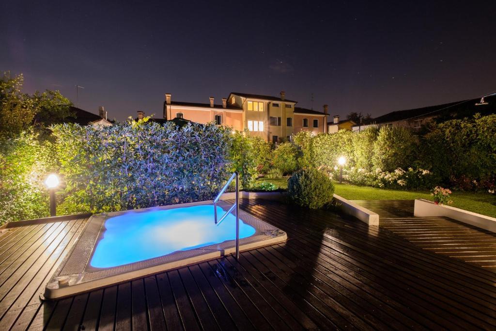 Piscina di Wine Hotel San Giacomo Activity & Wellness o nelle vicinanze