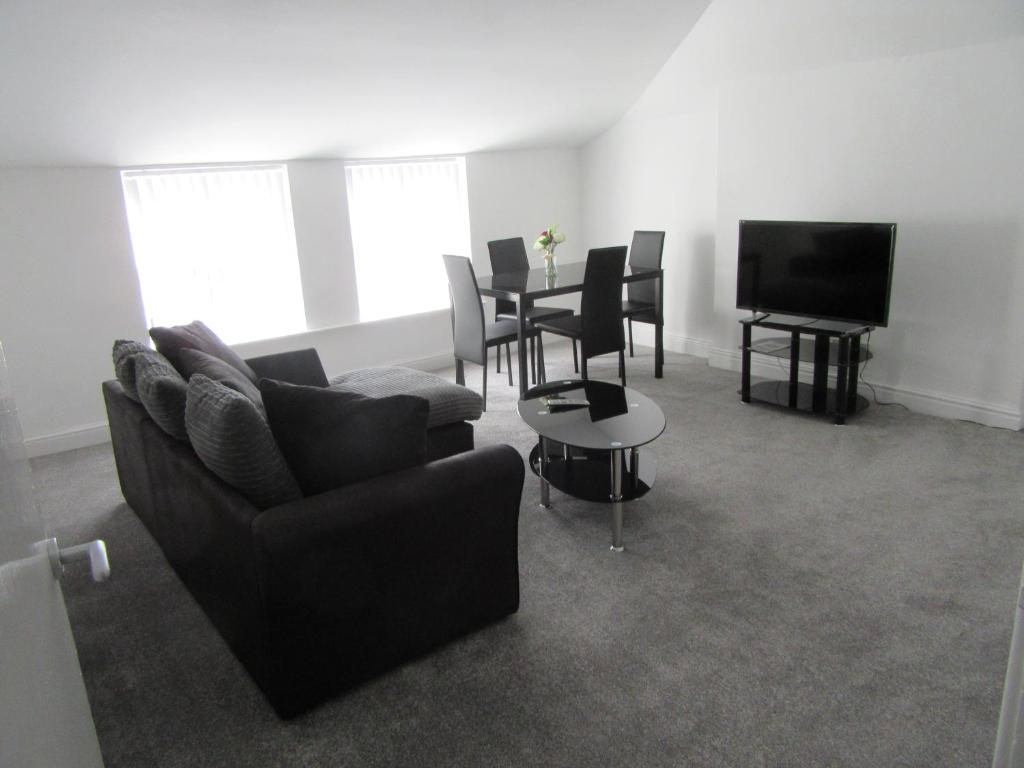 A seating area at No 6 AT 19 IVANHOE - LARGE 2 BED NEAR SEFTON PARK AND LARK LANE