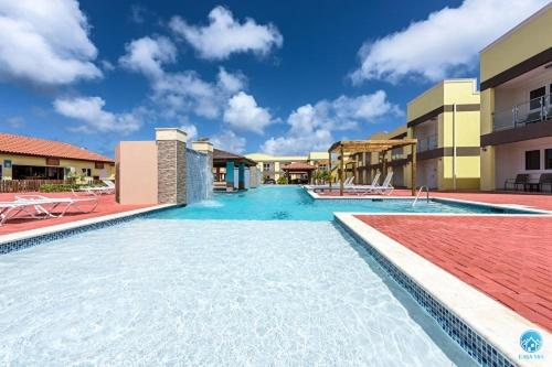 A piscina localizada em Aruba Condo The Pearl - At Eagle Beach - minute walk! ou nos arredores