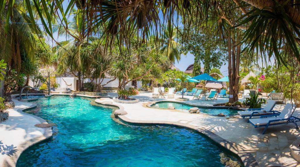 The swimming pool at or near Sunrise Resort