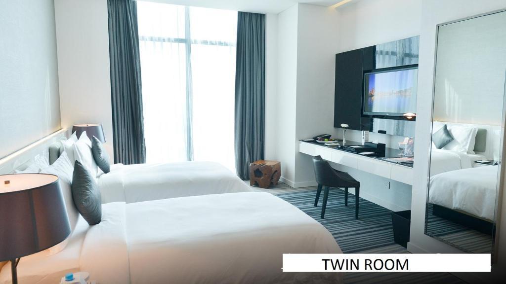 Кровать или кровати в номере Ramee Grand Hotel And Spa