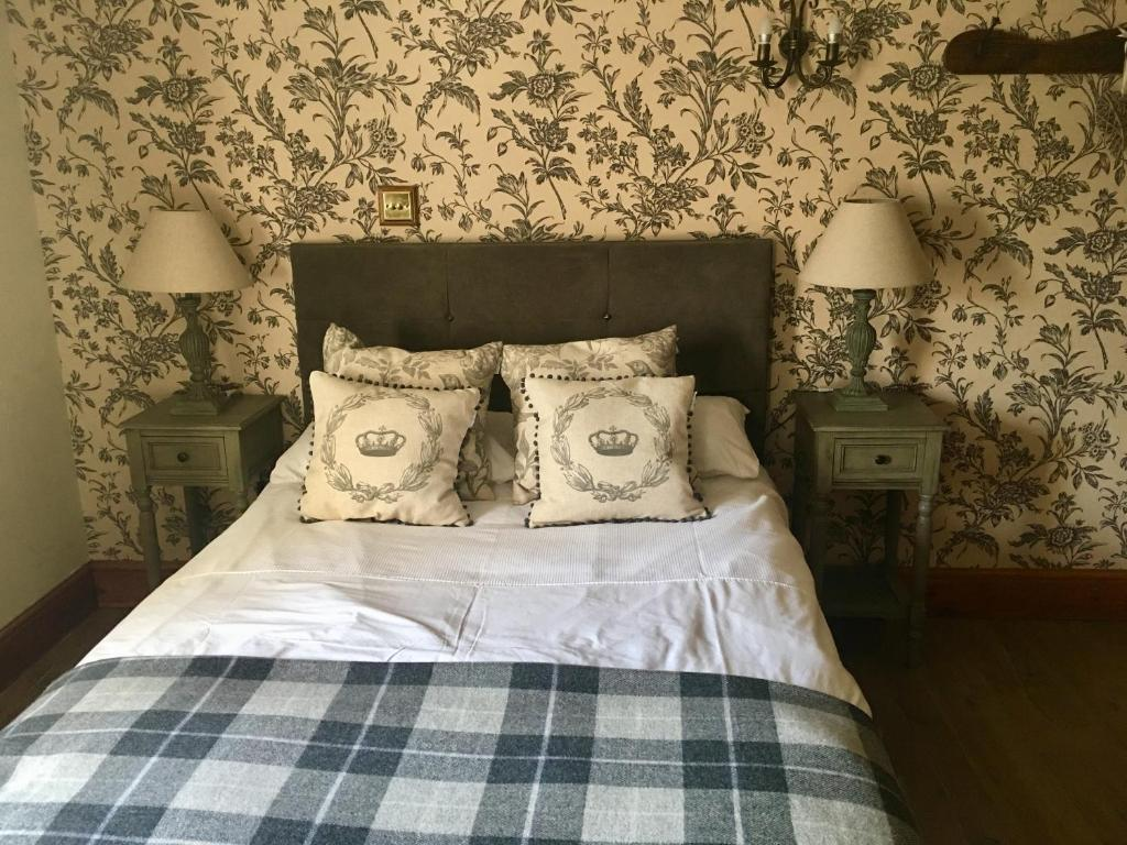 A bed or beds in a room at Garden Cottage