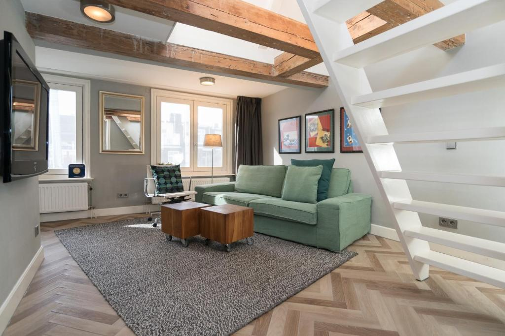 A seating area at Warehouse apartment in city centre with private roofterrace