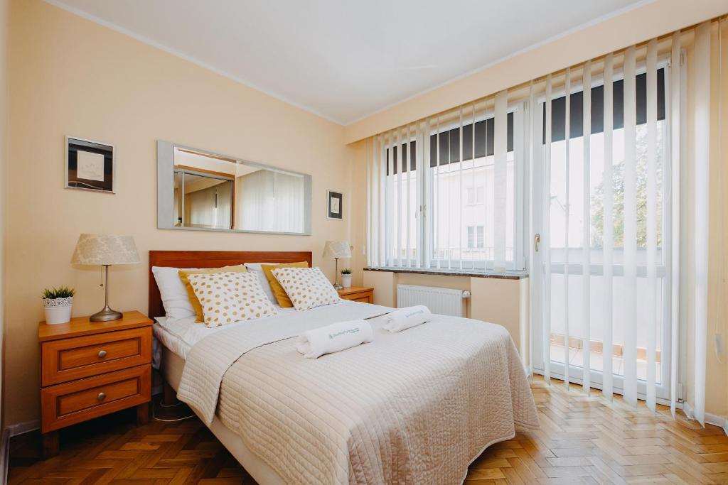 Łóżko lub łóżka w pokoju w obiekcie ShortStayPoland Warecka (B2)