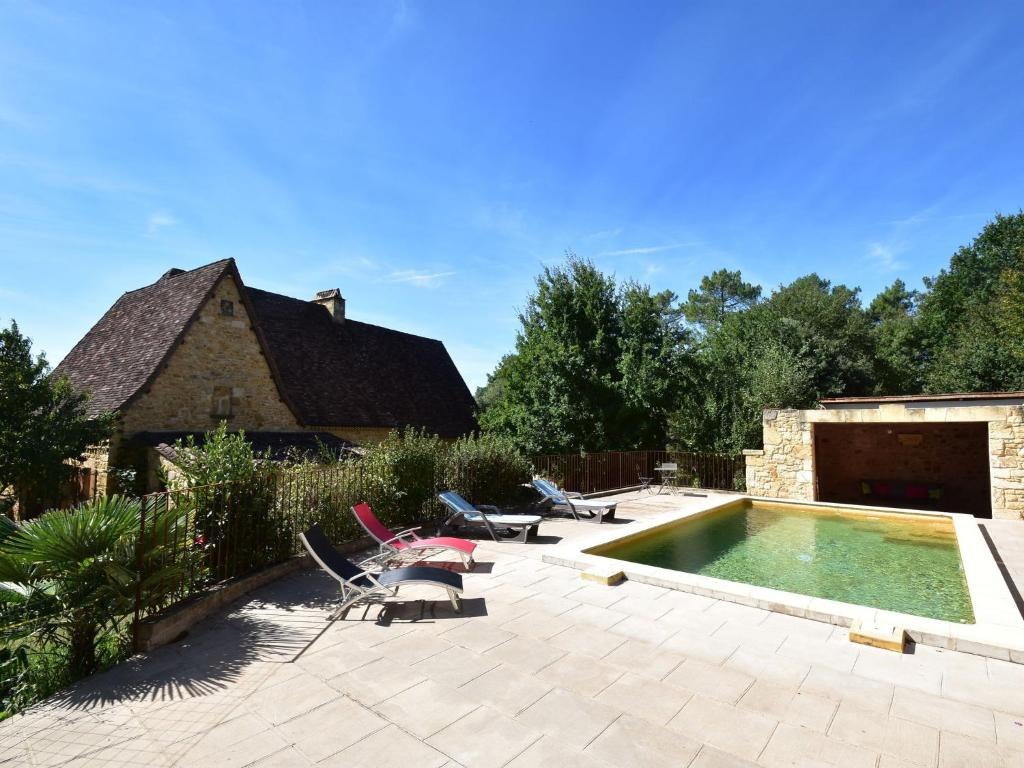 The swimming pool at or near Luxurious Holiday Home in Domme with Swimming Pool