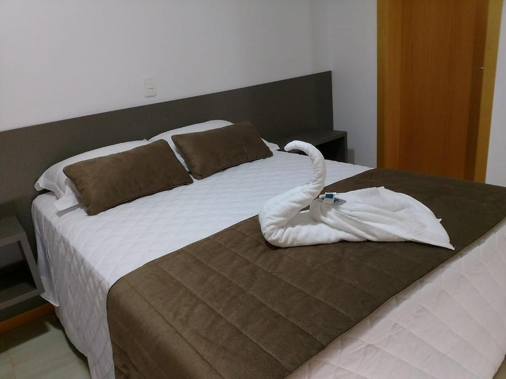 A bed or beds in a room at Recanto da Serra Pousada