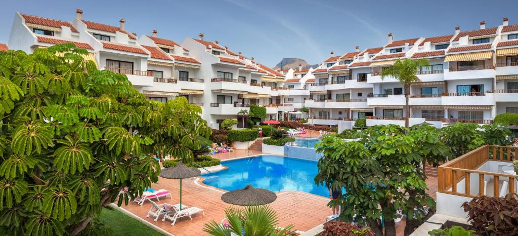 Uitzicht op het zwembad bij Apartamentos Hg Cristian Sur of in de buurt
