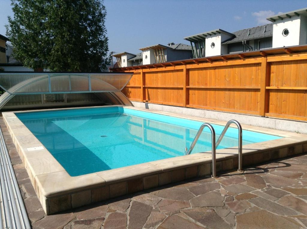 Der Swimmingpool an oder in der Nähe von Leonsteinerhof