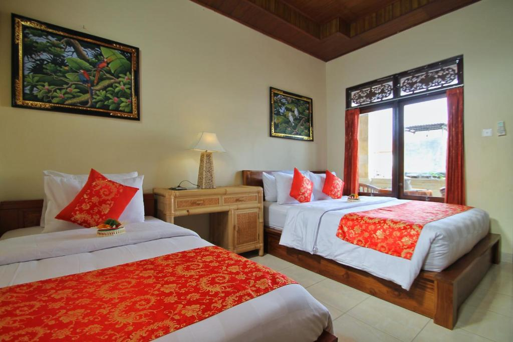 A bed or beds in a room at Narda House Ubud