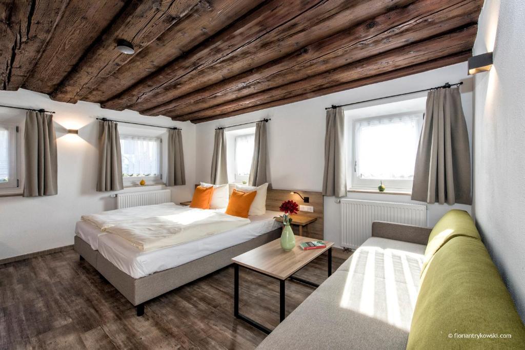 A bed or beds in a room at Übernachten in der Tenne