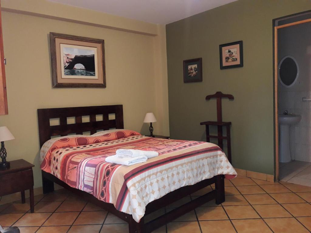 A bed or beds in a room at Hostal Tambo Colorado