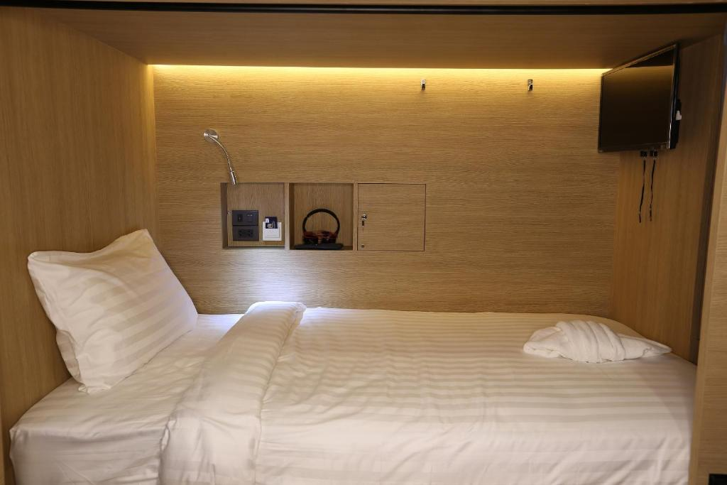 Picture of: Bed And Breakfast Bed In 4 Bunk Bed Mixed Dormitory Room Bangkok Thailand Booking Com