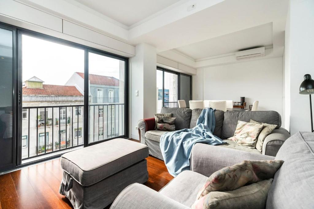 Picture of: Apartment Modern High Tech Central Flat For 4 Lisbon Portugal Booking Com