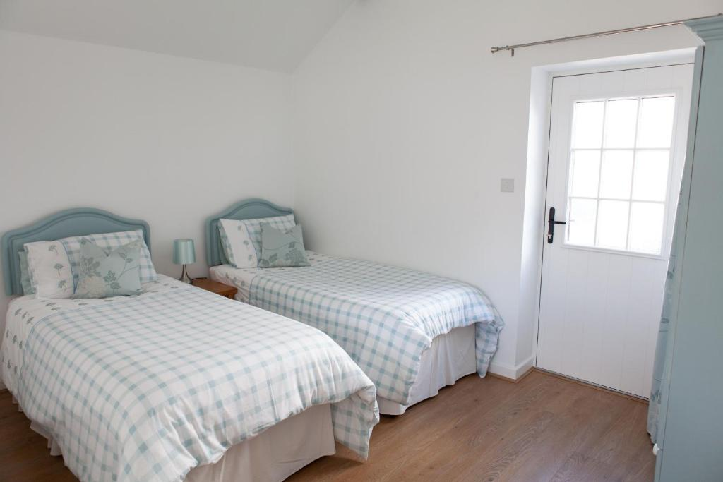 A bed or beds in a room at Elm Cottage Touring Park