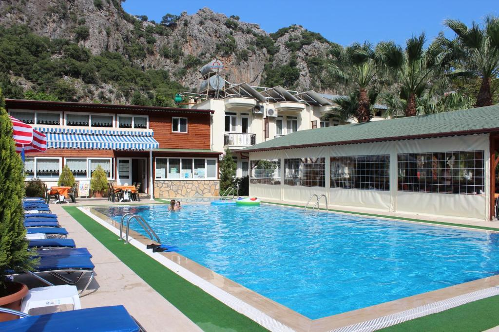 The swimming pool at or near Canada Hotel & Bungalows