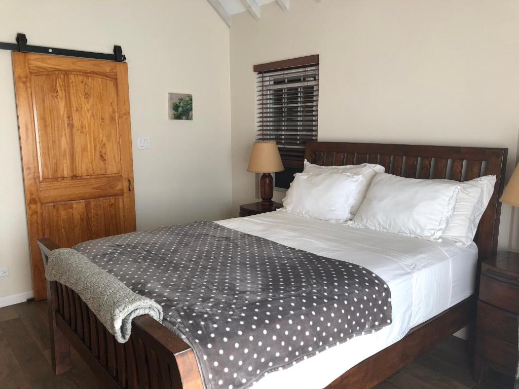 A bed or beds in a room at Wild Bird Cottage