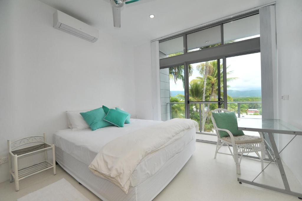 A bed or beds in a room at 1 Murphy Street - Port Douglas