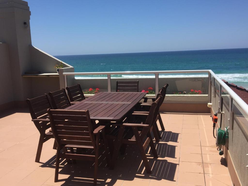 A balcony or terrace at Casablanca Palms