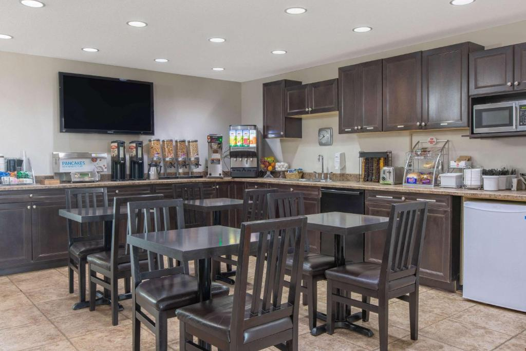 A kitchen or kitchenette at Super 8 by Wyndham Fort McMurray
