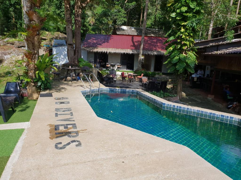 The swimming pool at or close to BB Lonely Beach