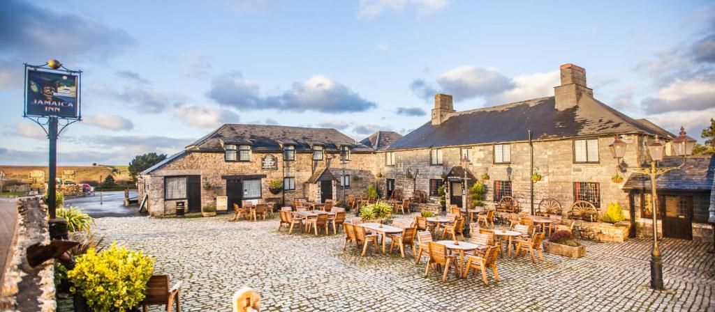 A restaurant or other place to eat at The Jamaica Inn