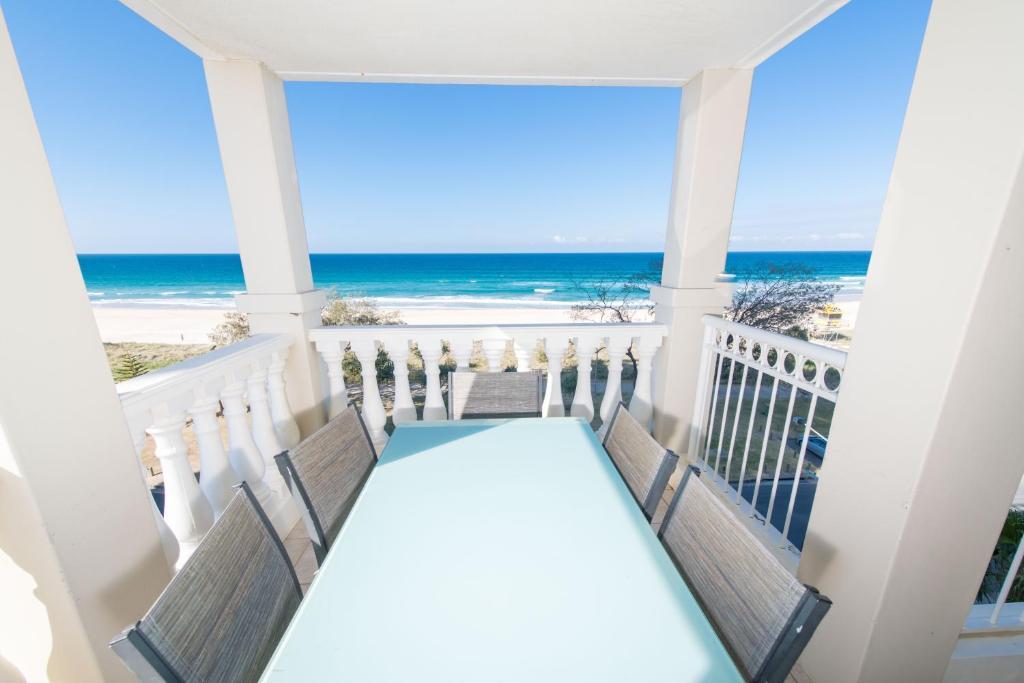 A balcony or terrace at La Grande Apartments