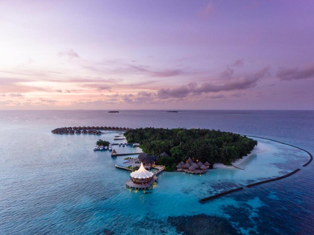 Vue panoramique sur l'établissement Baros Maldives