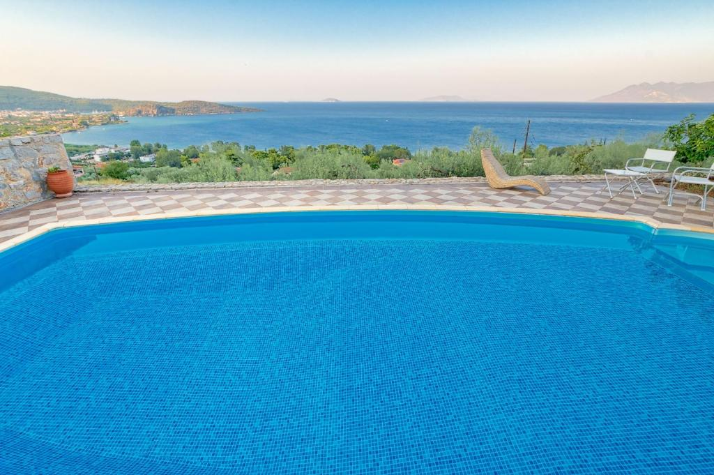 The swimming pool at or close to Villa Bamour With Paradise View