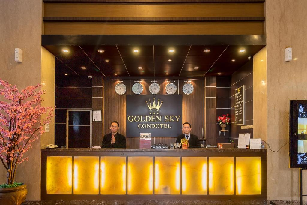 Area lobi atau resepsionis di Hotel Golden Sky Pluit