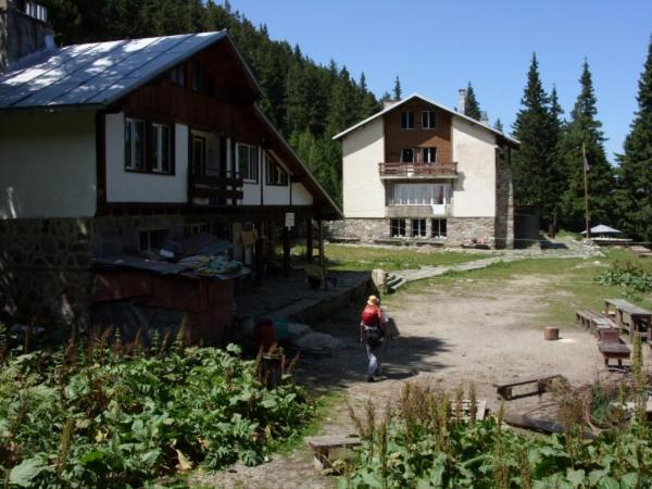 Сградата, в която се намира хостелът