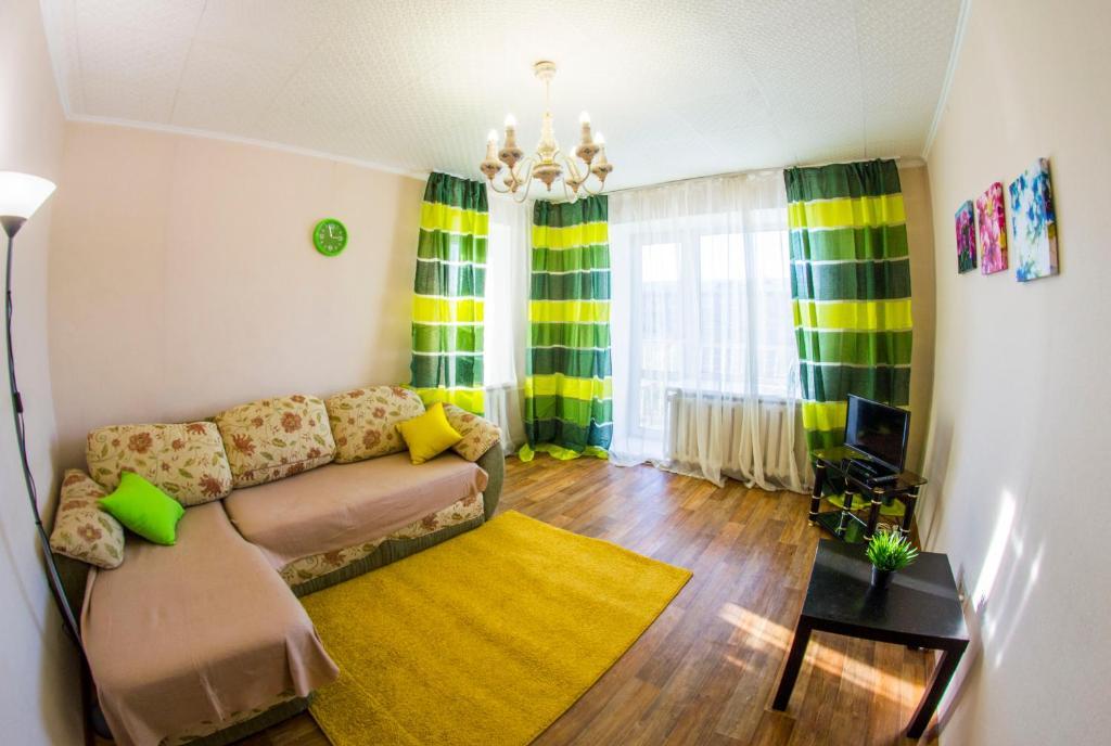 Гостиная зона в RENT-сервис Apartment Serova 26