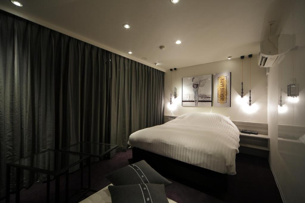 A bed or beds in a room at HOTEL SPARK (Adult Only)