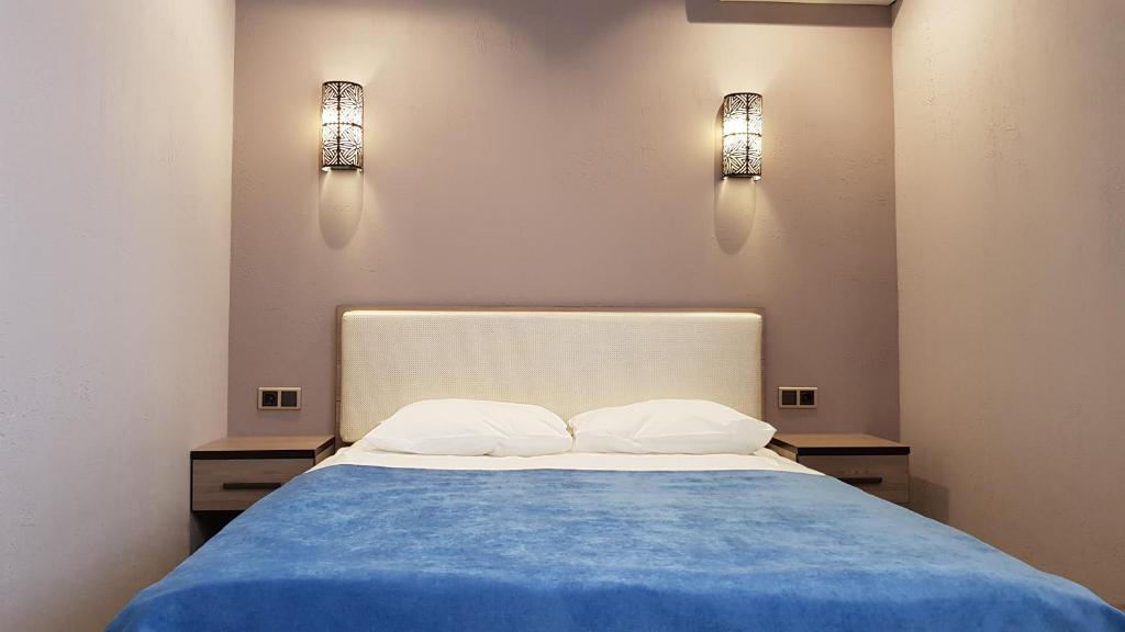 Кровать или кровати в номере Браво