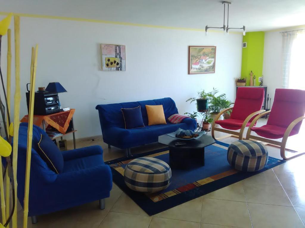 A seating area at Belavista