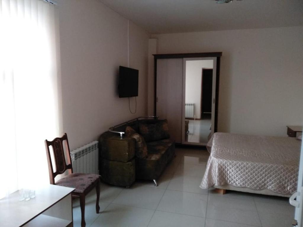 Гостиная зона в Baksan Inn