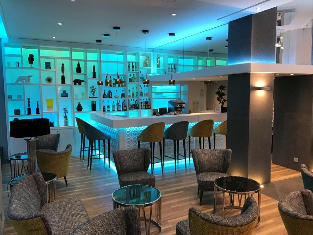 Salon ou bar de l'établissement Best Western Plus Hotel Carlton Annecy
