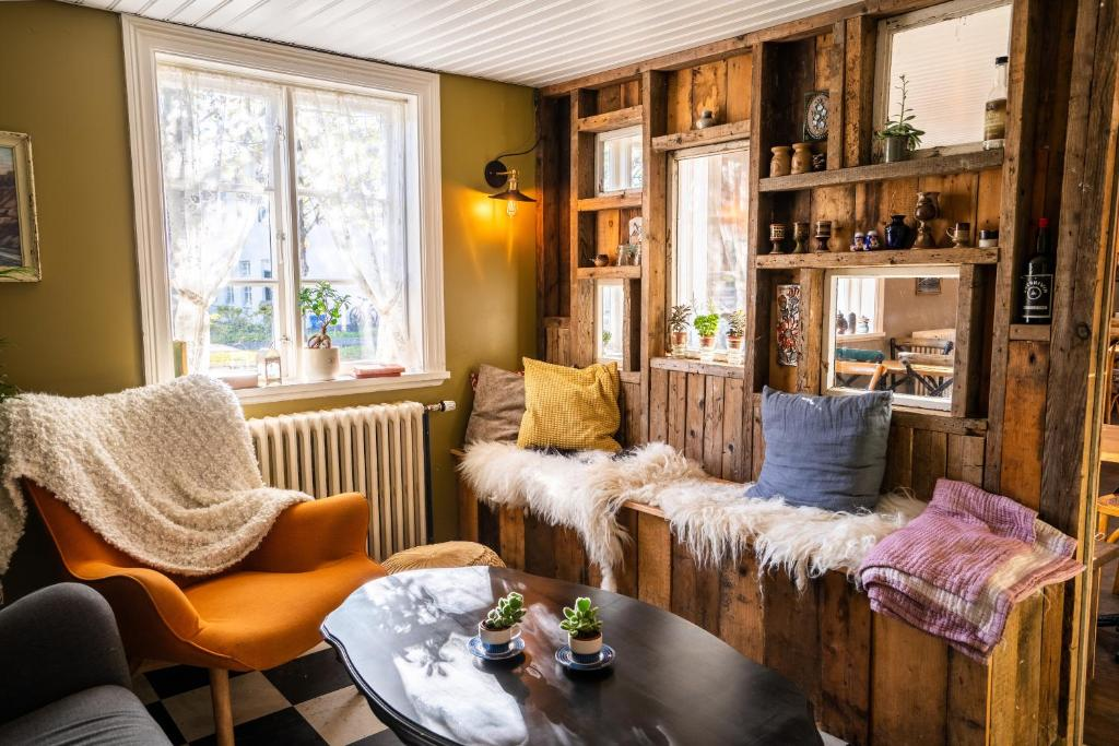 A seating area at Skyr Guesthouse