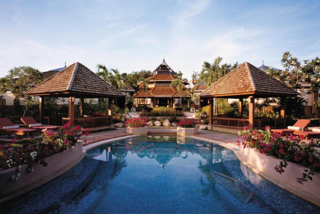 The swimming pool at or near Shangri-La's Mactan Resort & Spa