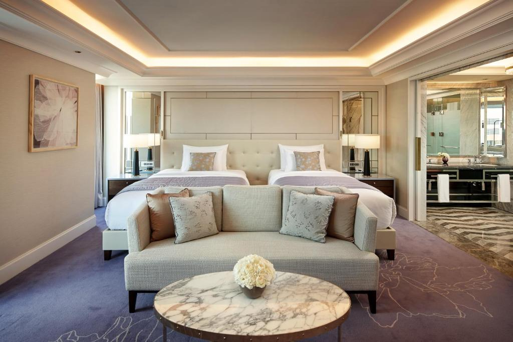 A bed or beds in a room at Lotte Hotel Seoul Executive Tower